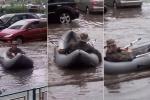 Dân chơi Nga bơi thuyền câu cá trên đường ngập