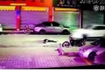 Video: Thanh niên say rượu ngã xuống đường bị ô tô cán chết thương tâm
