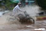 Mưa lớn tại Đắk Lắk, nhiều ô tô, xe máy 'chết chìm' trên đường Hồ Chí Minh