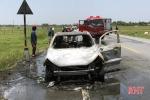 Clip: Ô tô Ford Ecosport nghi mắc rơm, cháy ngùn ngụt trơ khung ở Hà Tĩnh