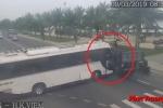 Clip: Xe khách quay đầu gây tai nạn liên hoàn ở Đà Nẵng