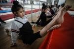 Sàn tập khắc nghiệt của các VĐV thể dục dụng cụ nhí