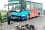 Xe máy 'đấu đầu' xe buýt, nam thanh niên chết tại chỗ
