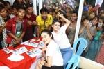 Khán giả Myanmar chen lấn để chụp hình, tiếp cận Á hậu Huyền My