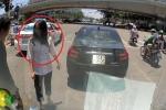 Clip: Bất cẩn để ô tô lùi va vào xe khác, nữ tài xế còn xuống thắc mắc 'Anh đi kiểu gì thế?'