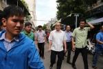 Bi thu Nguyen Thien Nhan den tham, dan Thu Thiem vay kin trinh bay buc xuc hinh anh 3