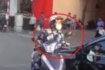 Clip: 'Ninja lead' ngoan cố thách thức tài xế ô tô khiến cả đoạn đường ùn tắc