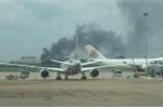 Ảnh: Cháy lớn ở xưởng gỗ, khói bao trùm sân bay Tân Sơn Nhất