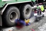 Con trai gào khóc bên thi thể mẹ già bị xe tải cán chết ở Sài Gòn