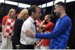 Thua chung kết, cầu thủ Croatia vẫn tươi cười chia vui cùng Tổng thống Pháp