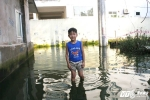 Ảnh: Sau bão 5 ngày, dân Thủ đô vẫn sống trong biển nước