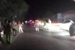 Kinh hoàng 30 côn đồ mang hung khí bủa vây ô tô, truy sát lái xe trên quốc lộ