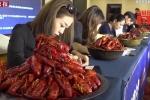 Việc nhẹ lương cao ai cũng muốn làm: Chỉ ăn hải sản, kiếm 116 triệu đồng/tháng