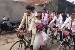 Rước dâu bằng 'ngựa sắt Thống Nhất' ở Hà Nội gây sốt