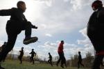 Lớp học rèn luyện nam tính dưới chân núi Phượng Hoàng, Trung Quốc