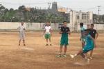 Sau sân ruộng và sân vườn, chủ nhà Indonesia xếp cả sân đất nện cho đội bóng dự Asiad