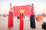 Nguoi dep mang co do sao vang den Nga: Mo thay tuyen Viet Nam du World Cup hinh anh 3