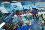Cảm động clip người dân góp từng xô nước cứu xe hàng bốc cháy ở Đắk Lắk