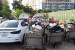 Ảnh: Không có chỗ gửi, dân Hà Nội để xe sang ở bãi rác