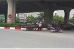 Xe 'máy chém' vẫn ngang nhiên đi trên phố thách thức cảnh sát giao thông