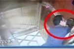 Vụ dâm ô bé gái trong thang máy: Công an vẫn 'thu thập bằng chứng', dân viết đơn yêu cầu khởi tố