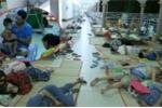 Ảnh: Dịch chân tay miệng bùng phát ở TP.HCM, bệnh nhi vạ vật kín lối hành lang bệnh viện