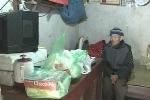 Video: Tủi nhục 2 cụ già bị con đuổi cùng cỗ quan tài