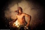 Ảnh: Vũ điệu lửa ma quái ở Indonesia