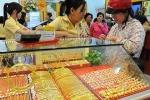 Giá vàng đang giảm sâu, Vietcombank mua vào USD giá sốc
