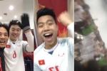 Clip: U23 VN hò reo, khoác vai nhau hát mừng chiến thắng trong phòng thay đồ