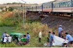 Taxi va chạm tàu hỏa, 5 người thương vong