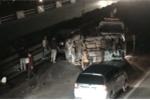 Video: Ô tô phơi bụng sau va chạm, cao tốc Pháp Vân - Cầu Giẽ kẹt cứng