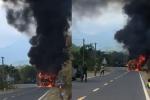 Xe khách Phương Trang chở hơn 20 người bốc cháy ngùn ngụt trên quốc lộ