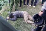 Người dân bức xúc đánh gục hai kẻ trộm chó bằng súng điện ở Hà Nội