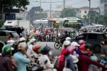 Video: Người dân tay xách nách mang đổ về Hà Nội sau nghỉ lễ 2/9