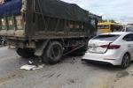 Clip: Xe ben mất lái đâm hàng loạt ô tô, nhiều người vứt xe chạy thục mạng