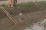 Phát hiện thi thể người đàn ông cùng xe máy dưới kênh ở Hà Nội