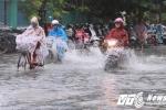 Bão số 4 sắp đổ bộ, người dân Quảng Nam - Đà Nẵng vật lộn trong mưa lớn