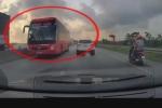 Rợn người xem xe khách chạy ngược chiều kiểu tự sát trên quốc lộ 1A