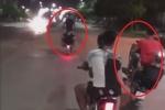 Clip: Nhóm thanh niên không đội mũ bảo hiểm, bốc đầu, lạng lách đánh võng trong đêm