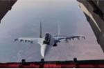 Video: Su-30 lượn lờ quanh cửa thả hàng máy bay vận tải gây sốc