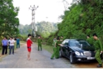 Phát hiện 3 người chết trên ô tô đậu bên đường ở Hà Giang