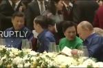 Video: Các nhà lãnh đạo kinh tế APEC trò chuyện rộn ràng bên bàn dạ tiệc