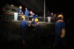 Video: Trắng đêm vớt hàng tấn cá chết nổi trắng ở hồ Hoàng Cầu