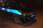 Xe máy va chạm xe cảnh sát trật tự, đôi nam nữ trọng thương