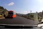 Tước bằng lái tài xế xe khách chạy ngược chiều trên cao tốc ở Lâm Đồng