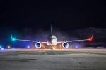 Tại sao đèn ở 2 đầu cánh máy bay có màu khác nhau?
