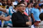 Bản sao ông Kim Jong-un xuất hiện trong trận Uruguay vs Nga gây bão cả khán đài