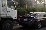 Tai nạn liên hoàn, xe 2 tỷ đồng bị biến dạng