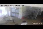 Clip: Nghi can xông vào viện truy sát bệnh nhân, bảo vệ bệnh viện bỏ chạy